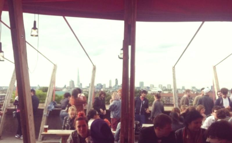 Terrasses a londres les petites joies de la vie londonienne for Cafe le jardin bell lane london