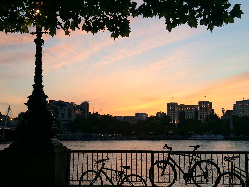 Coucher de soleil coloré sur la southbank