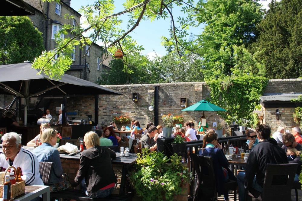 Terrasse The Granta pub