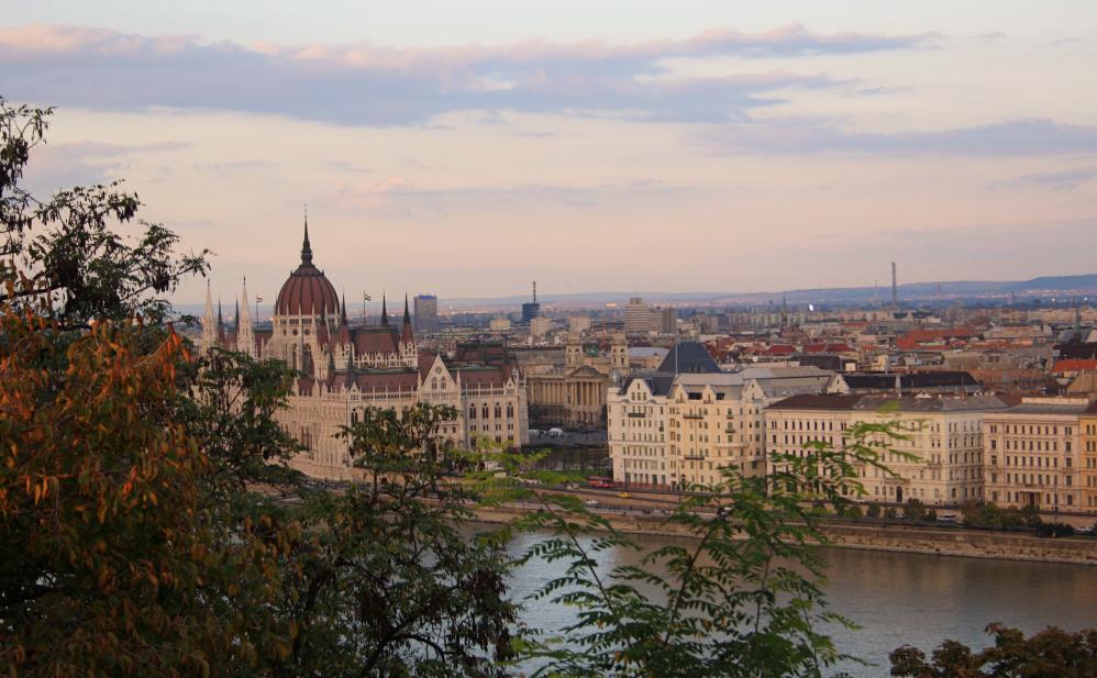 Parlement depuis Buda